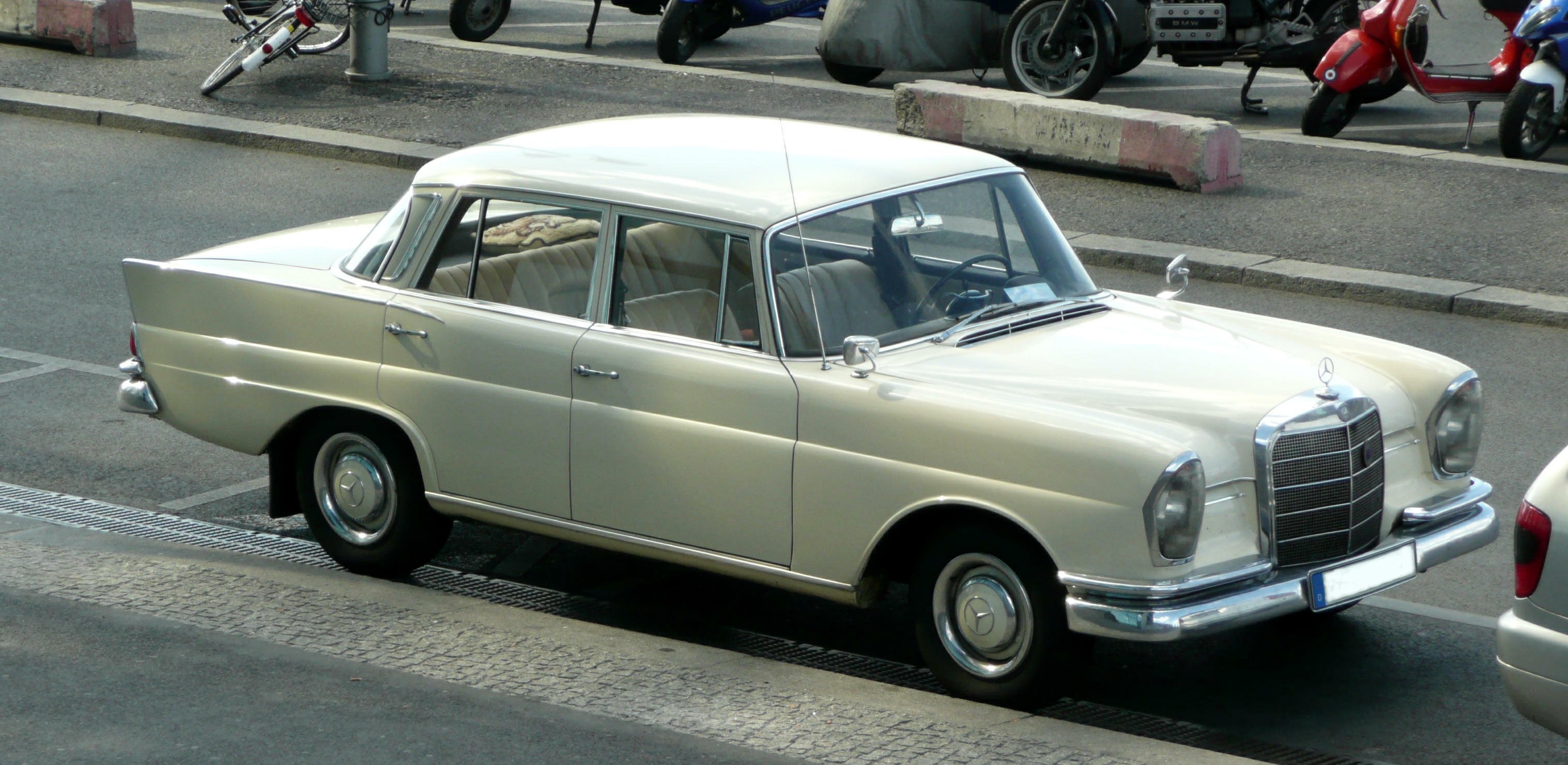 1971 Mercedes W110