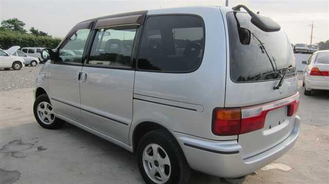 1998 Nissan Serena