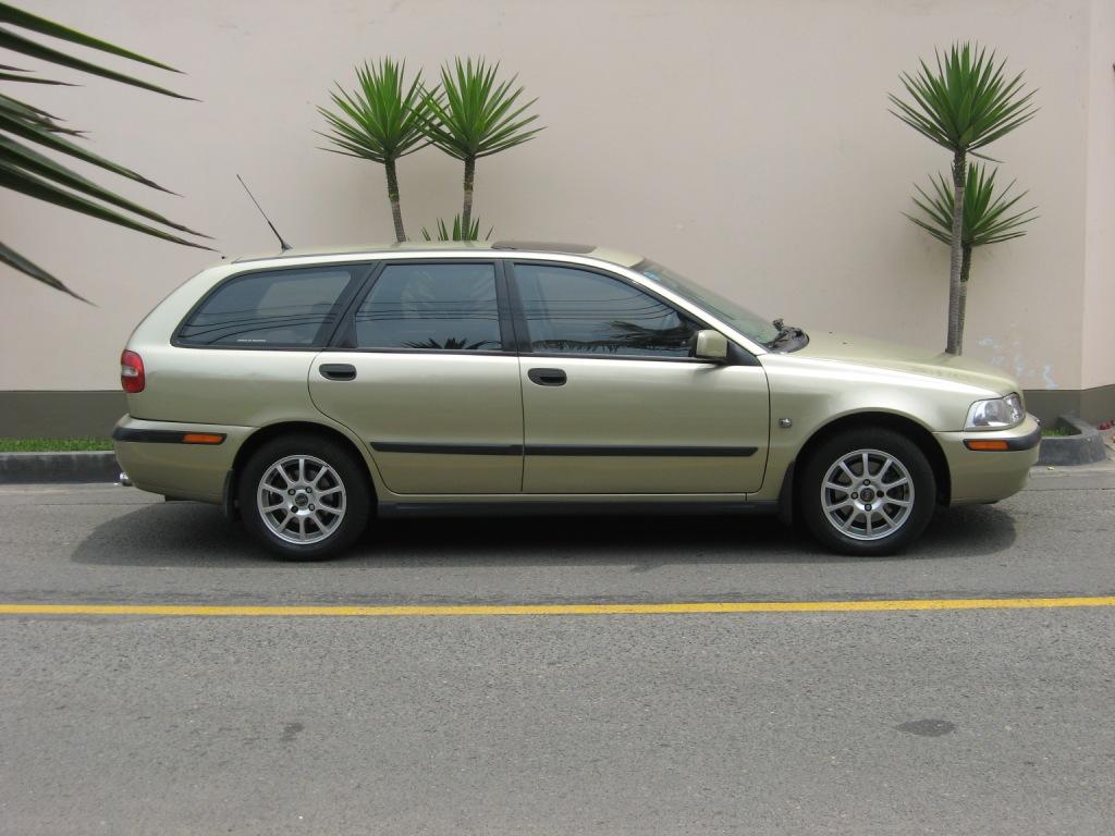 2001 Volvo V40 Partsopen