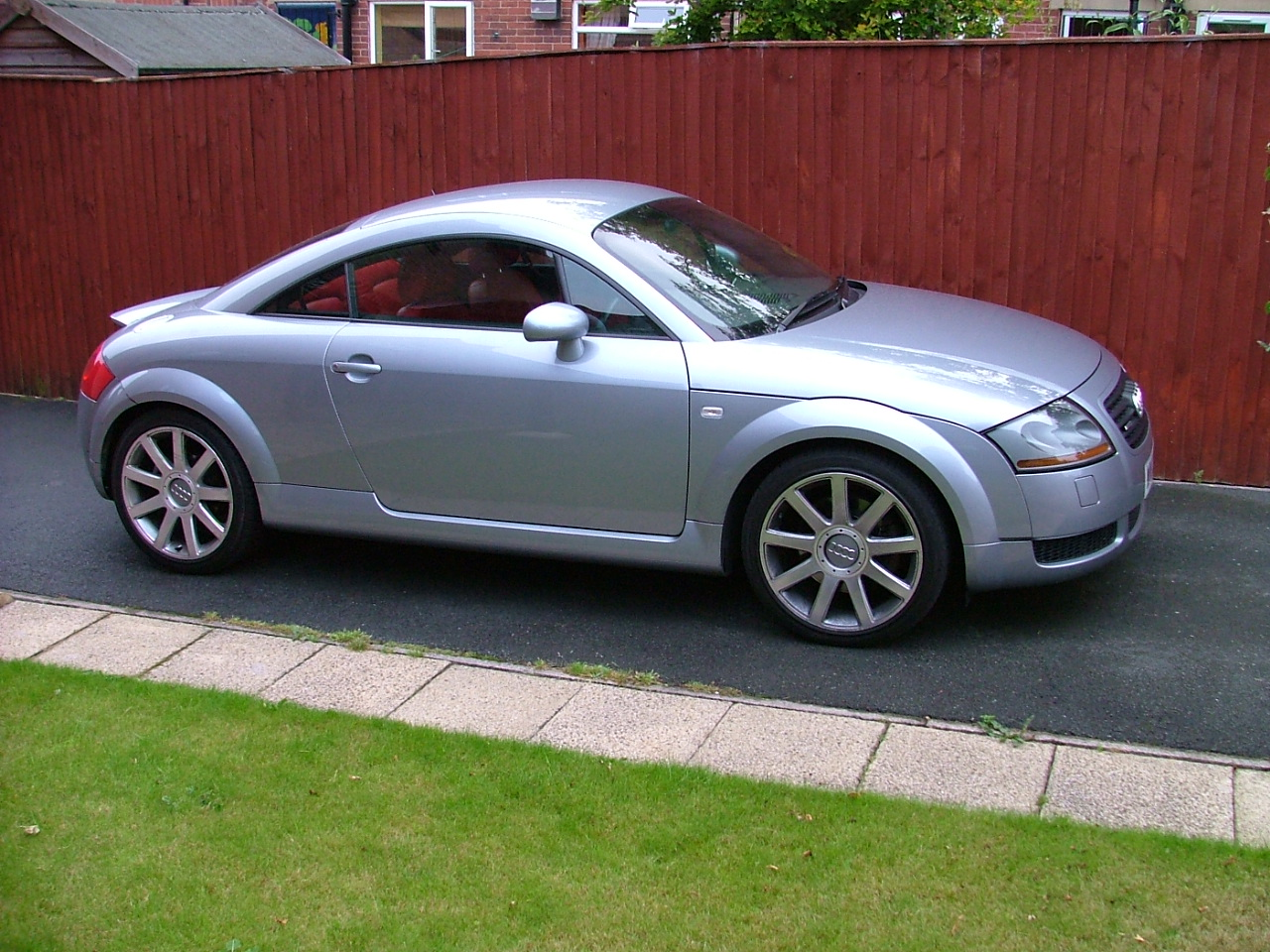 Download all audi tt 2002 pictures 2 2 mb
