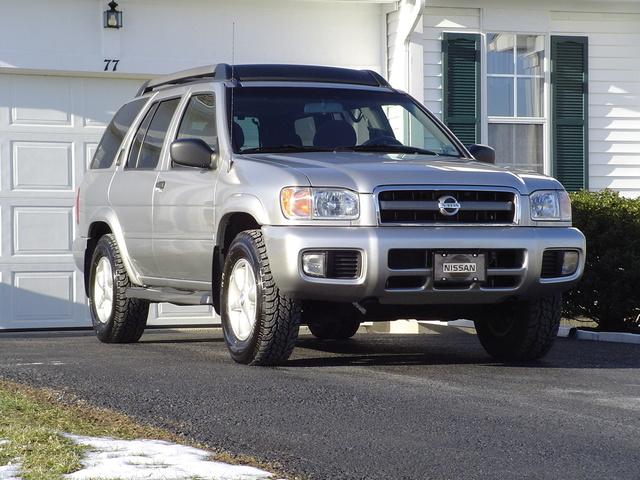 Nissan Pathfinder on 2002 Mitsubishi Montero Sport Lifted