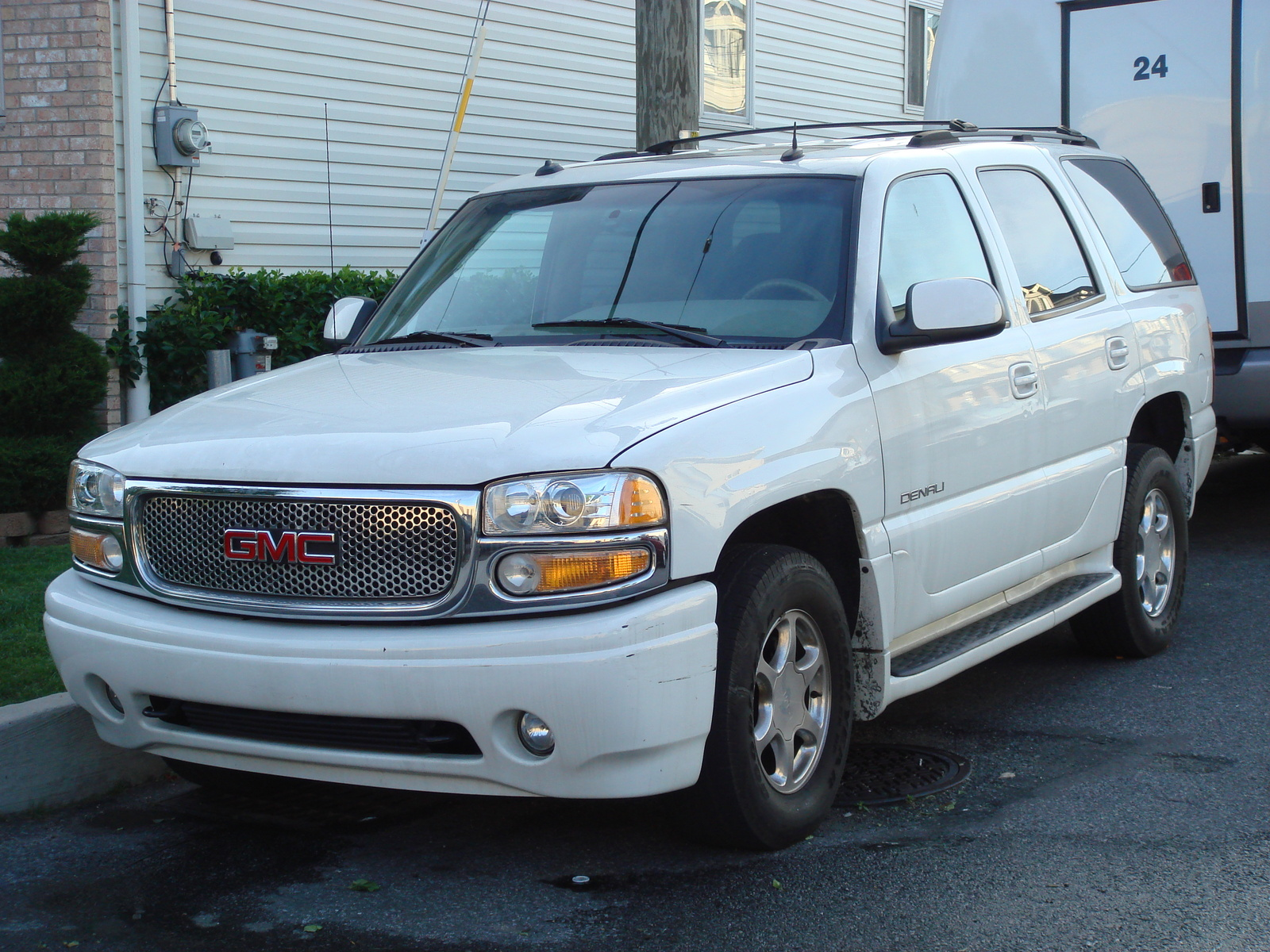 Download all gmc yukon 2003 pictures 6 5 mb