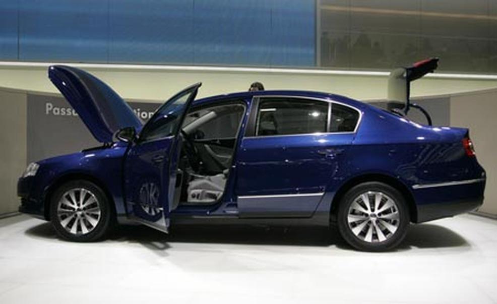 Volkswagen Passat on Acura Cl 2008