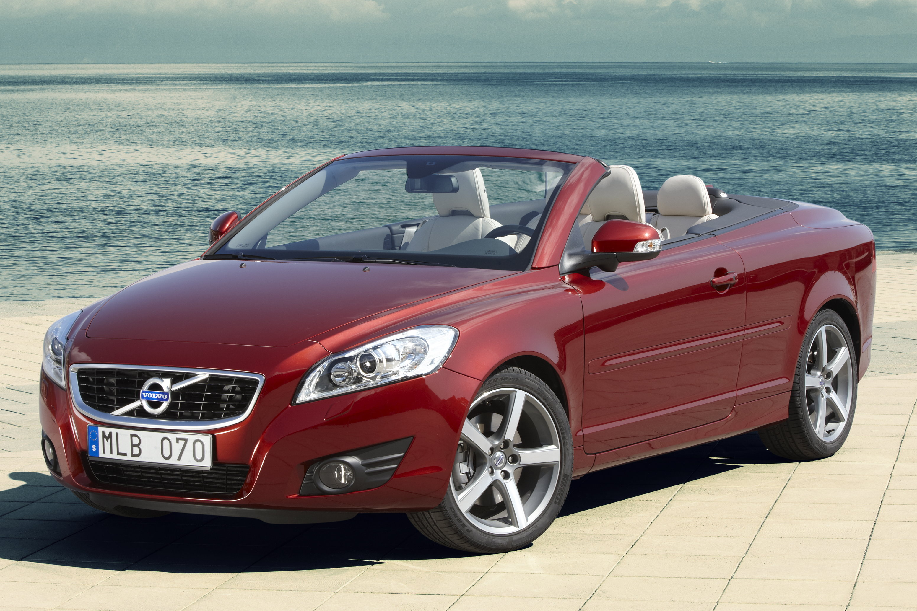 Download all volvo c70 2010 pictures 3 8 mb