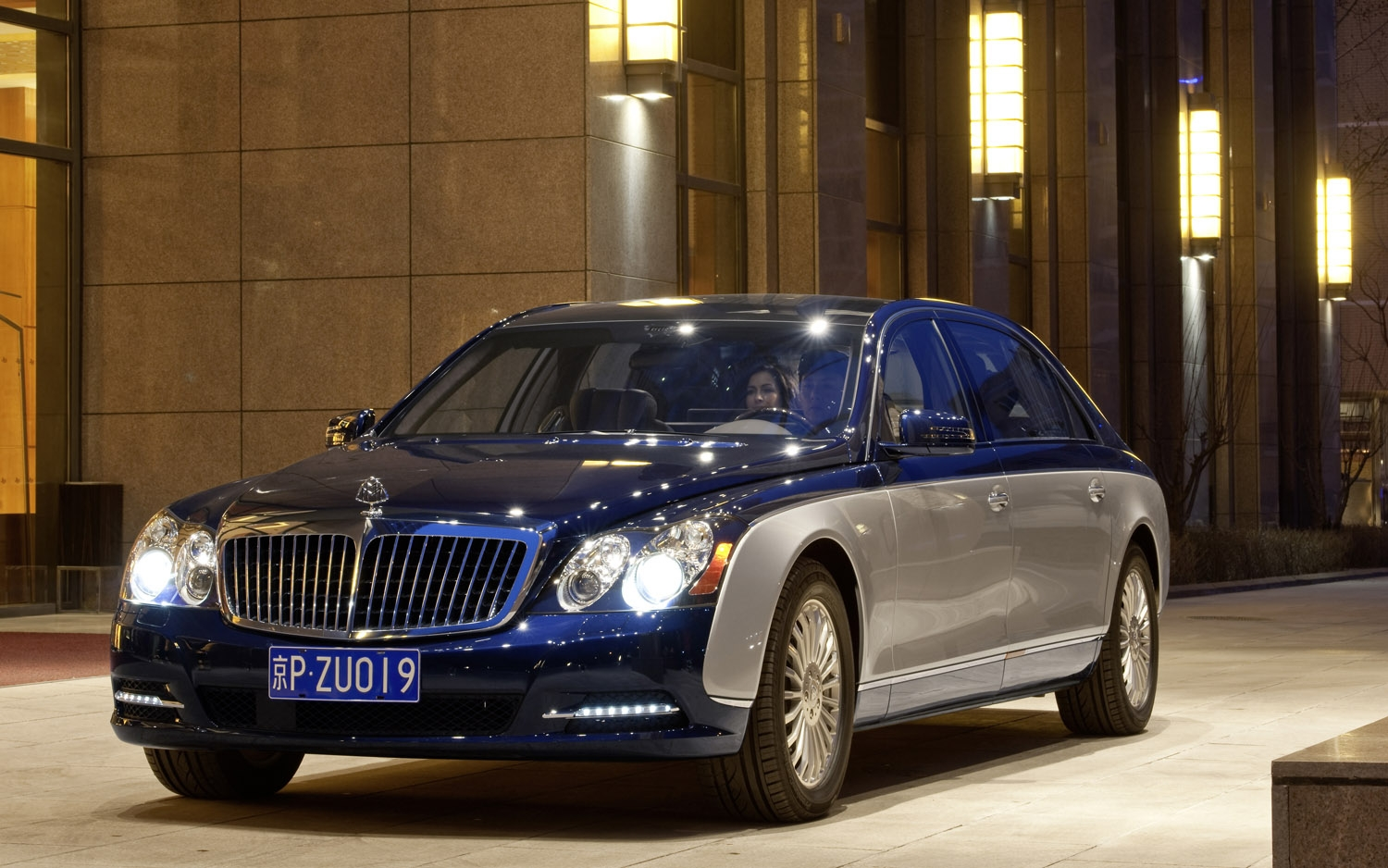 Download all maybach 62 2012 pictures 4 3 mb